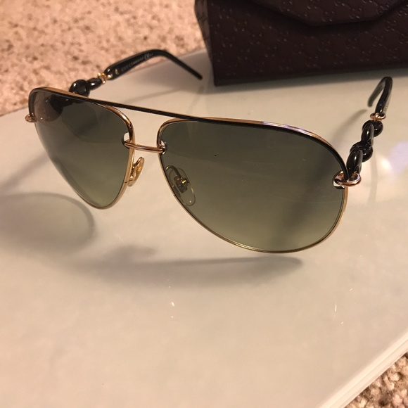901e629ae653a Gucci Accessories - GUCCI GG4225 S AVIATOR SUNGLASSES BLACK AND GOLD