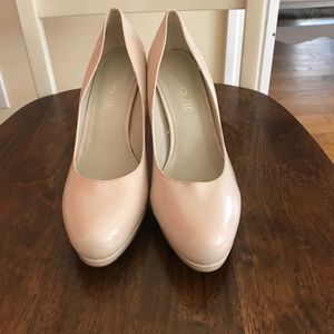 Nude high heels. Rounded toe