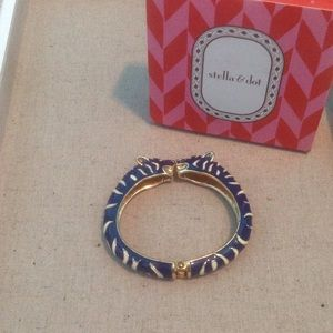Lakra bangle in blue from Stella & Dot
