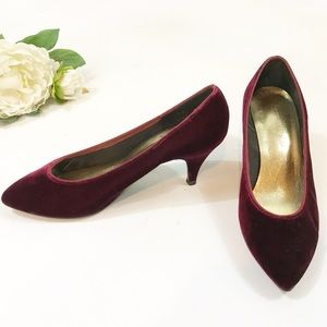 ⭐️ NEW ARRIVAL Vintage Cranberry Red Velvet Heels