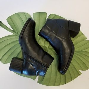 STYLING BLACK LEATHER BOOTIES
