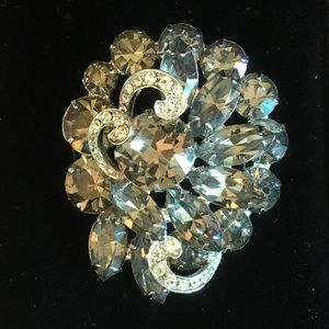 Gorgeous vintage Weiss brooch!