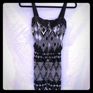 Venus geometric short dress black & white