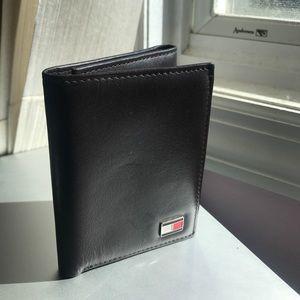 Tommy Hilfiger Mens' Logan Trifold Wallet