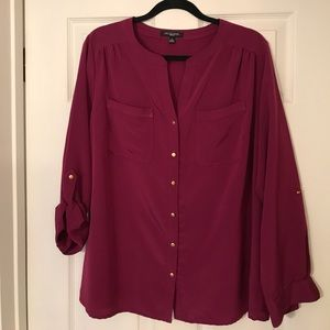 NWOT Notations burgundy top with gold buttons!
