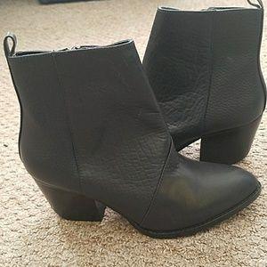 Navy boots shoemint