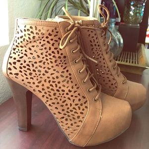 💥 Brown Lace up Ankle Booties