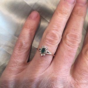 14k emerald & diamond ring