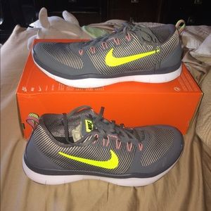 New nike men running sneakers size 13 color gray
