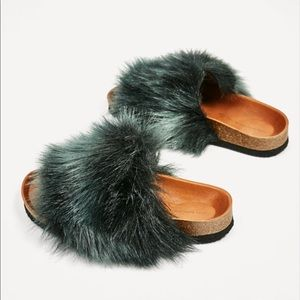 Zara Furry Sandals. Sz. 6