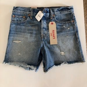 Cut off Levi shorts