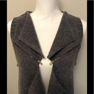 Sweater vest with zipper detail