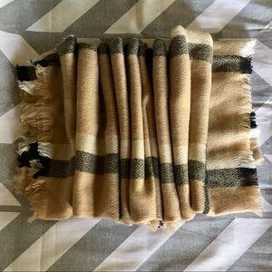 Le Luxe Blanket Wrap