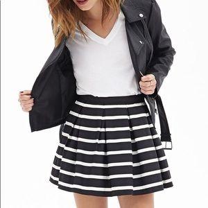 Lovely striped pleated mini skirt!