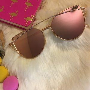 Accessories - New🎉 Pinkish Mirror Aviator Sunglasses