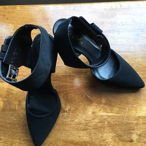 Black NWOT Suede Ankle strap shoes size 6