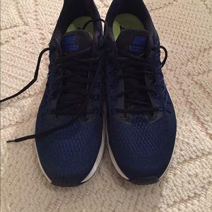 Nike never worn men's running sneakers