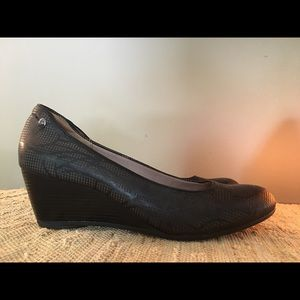 Hush puppies black leather wedge shoes
