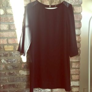 Three quarter sleeves black shift dress