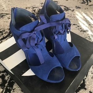 Michael Antonio Gee Wedge in Blue Suede