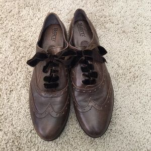 Born brown lace up oxford