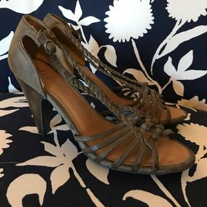 Shï by Journeys heels