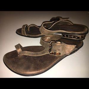 Donald Pliner flat shoes