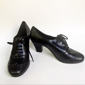 Predictions Black Oxford Style Heels size 6