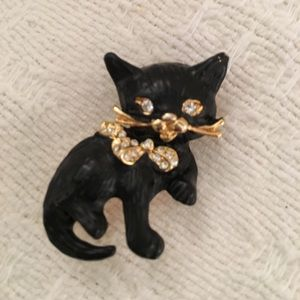 Very detailed figural black cat pin w/ rhinestones