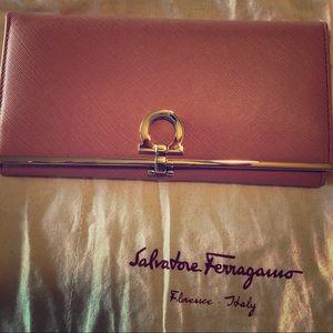 NWT Salvatore Ferragamo Continental Wallet