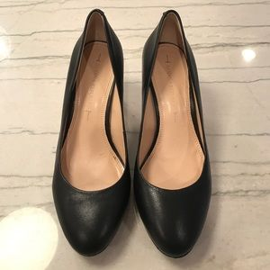 Black Leather Almond Toe Pump Banana Republic