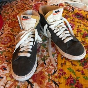 Vintage Grey Nike HiTops💫
