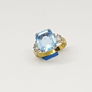Vintage 18k Aquamarine Ring