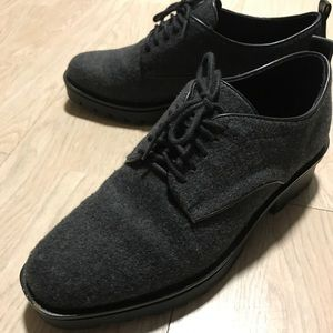 Like new Zara 👞 oxford black shoes! Worn once!