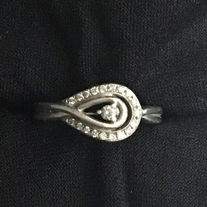 Kay Jewelers 'Loves Embrace' Ring- make an offer!