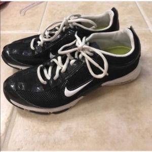 Nike black and white zoom sneakers size 7.5