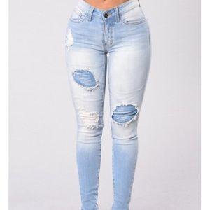 Fashion Nova Distressed Jeans Size 5