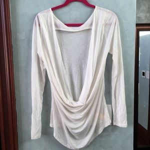 NWOT Tobi long sleeve top with opening in the back