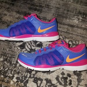 Womens Nike size 7 trainers in hot pink and purple