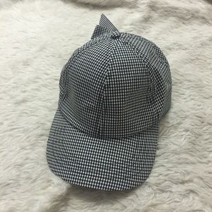 Gingham hat with bow