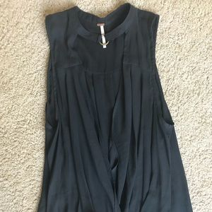 Free people deep V top with neck closure