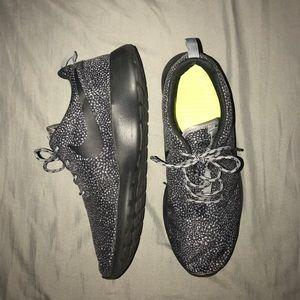 ✔️Women's Nike Roshe ✔️