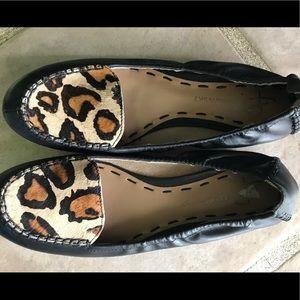 B Makowsky Leather Flats