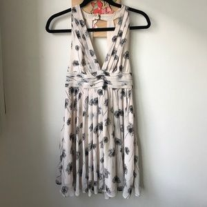 Gorgeous flattering dress with dandelions