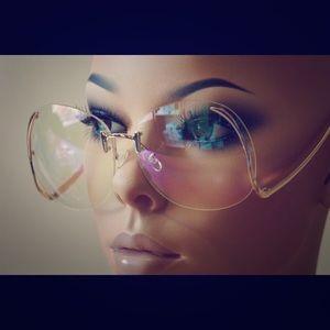 Accessories - 🆕 Clear transparent retro style sunnies GOLD rim