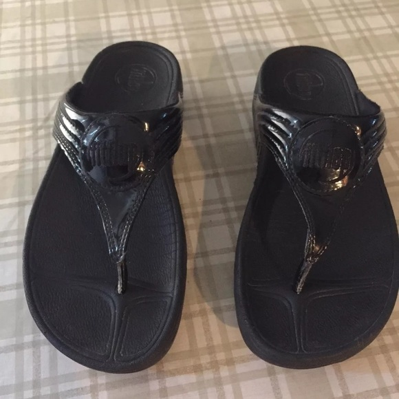 ebcfd93e1f73dc Fitflop Shoes - Fitflops black patent leather Sz 7
