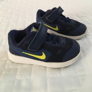 Nike Revolution 3 shoes