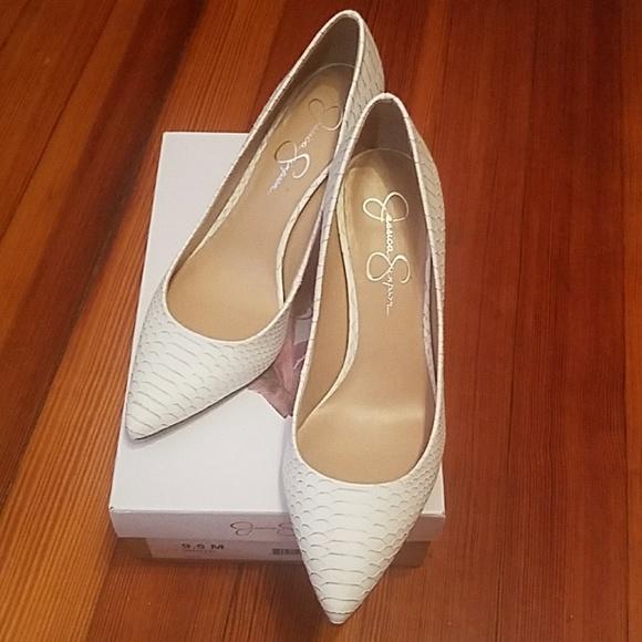 4127edd6cfe Jessica Simpson Shoes - White Jessica Simpson Levin heels 👠