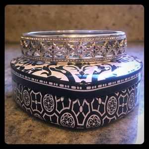Brighton hinged cuff bracelet comes with tin