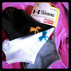 Nwt 3 pairs under armour socks womens